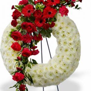 Сердце из живых цветов